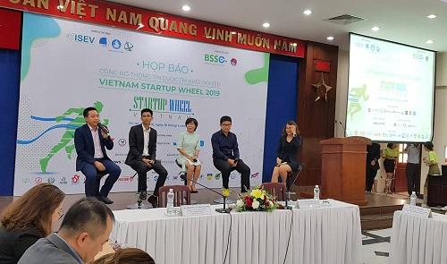 """(BKTO) -<span><span>Làn sóng khởi nghiệp tại Việt Nam """"nóng"""" lên với sự ra đời của nhiều mô hình mới mẻ, sáng tạo.</span> Tuy nhiên, môi trường phát triển cho DN khởi nghiệp (startup) tại Việt Nam vẫn gặp nhiều khó khăn đặc biệt là nguồn vốn, tạo thành rào cản khiến các nhà đầu tư còn e ngại, các startup mất đi cơ hội kinh doanh.<i><br><br></i></span><b>LÊ HÒA</b>"""