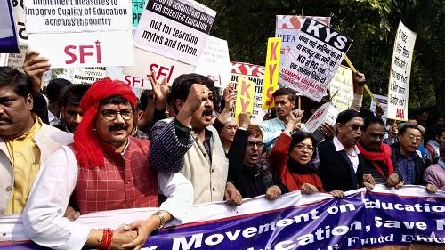 (BKTO) -<span>Bộ trưởng Bộ Giáo dục Ấn Độ Manish Sisodia hôm 12/5 cho hay, nhiều sai phạm nghiêm trọng về tài chính đã bị phát hiện trong cuộc kiểm toán tại Trường tư thục Apeejay, thủ đô New Delhi.<span> Ban Lãnh đạo</span> Trường cam kết<span> sẽ thực hiện</span> các biện pháp phù hợp để bảo vệ lợi ích và uy tín của học sinh và các bên liên quan.<i><br><br></i></span><b>NGỌC QUỲNH</b><span><i><br></i><i></i></span>