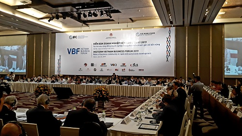 (BKTO) -&nbsp;<i>Tại Diễn đàn Doanh nghiệp Việt Nam (VBF) giữa kỳ năm 2019 được tổ chức tại Hà Nội, ngày 26/6, Phó Thủ tướng Chính phủ Trịnh Đình Dũng cùng các đại biểu trong nước và quốc tế đều nhấn mạnh vai trò quan trọng của cộng đồng DN đối với sự phát triển nhanh gắn với bền vững của nền kinh tế Việt Nam trong bối cảnh hội nhập toàn cầu và kinh tế thế giới có nhiều biến động.<br><br></i><b>PHÚC KHANG&nbsp;</b><i><br></i>