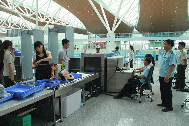 (BKTO) - Tội phạm mua bán, vận chuyển trái phép các chất ma túy xuyên quốc gia từ nước ngoài vào Việt Nam tiêu thụ và trung chuyển đi nước thứ ba vẫn tiếp tục diễn biến phức tạp. Đây là thách thức lớn, đòi hỏi các lực lượng phòng, chống ma túy nói chung và lực lượng hải quan nói riêng phải tăng cường sự phối hợp với các cơ quan trong nước và quốc tế.<div><br><b>MINH ANH</b></div>