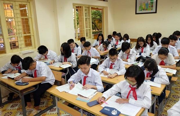 (BKTO) -&nbsp;Bắt đầu từ năm học 2020-2021, Chương trình giáo dục phổ thông (GDPT) mới được triển khai đối với khối lớp 1, sau đó sẽ tiếp tục thực hiện đối với từng khối lớp ở các bậc học. Để tạo nền tảng học tập tốt nhất cho học sinh, các địa phương đã khắc phục khó khăn, tập trung mọi nguồn lực với quyết tâm triển khai hiệu quả Chương trình GDPT mới.<br><br><b>LÊ HÒA</b><br>