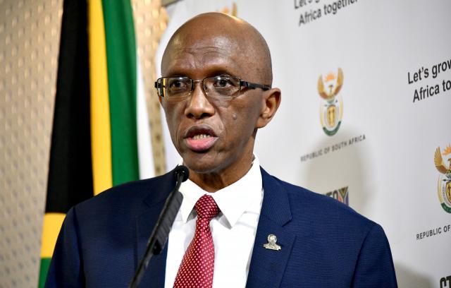 (BKTO) -&nbsp;Tổng Kiểm toán Nhà nước Nam Phi Kimi Makwetu vừa công bố Báo cáo kiểm toán về công tác giải ngân các khoản tài chính trong gói cứu trợ trị giá 500 tỷ Rand (khoảng 30 tỷ USD) ứng phó với Covid-19. Bản Báo cáo cảnh báo tình trạng ngân sách chống dịch Covid-19 đang bị thất thoát nghiêm trọng thông qua các hành vi tham nhũng, gian lận và nâng giá.<br><br><b>NGỌC QUỲNH</b><br>