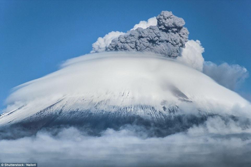 """Núi lửa """"trỗi dậy"""" tạo ra những cảnh tượng thiên nhiên kỳ vĩ"""