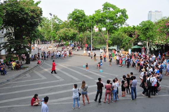 Biểu diễn nhạc truyền thống trên phố đi bộ