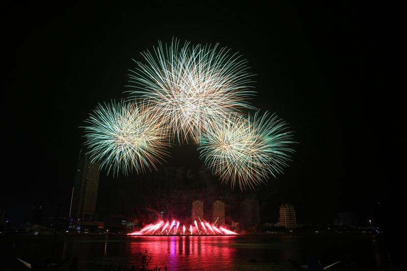 """Đặc sắc đêm """"Thổ"""" của Lễ hội pháo hoa Quốc tế Đà Nẵng 2017"""