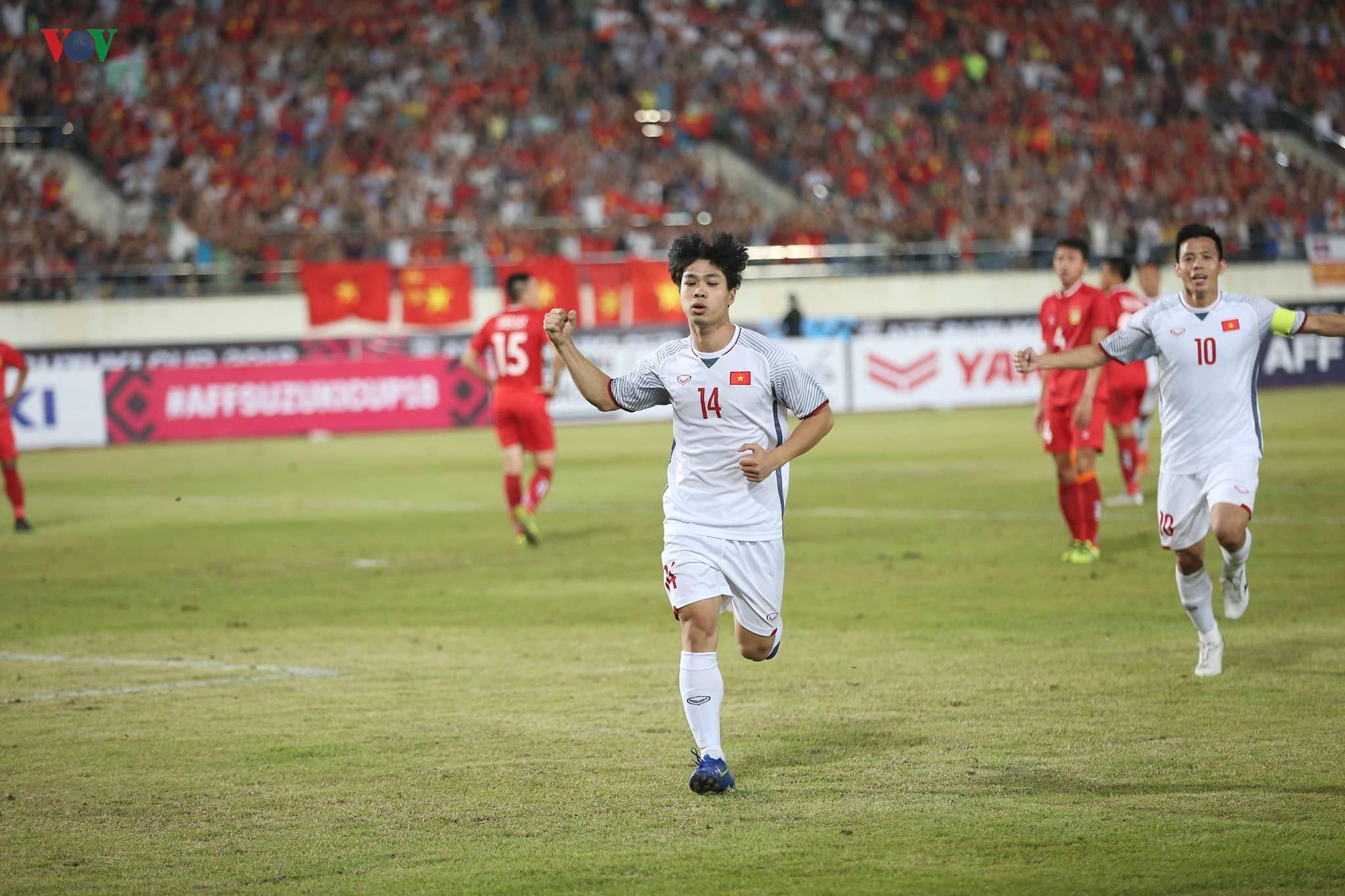 AFF Cup 2018: Việt Nam tạm dẫn đầu bảng A sau chiến thắng dễ dàng trước đội tuyển Lào