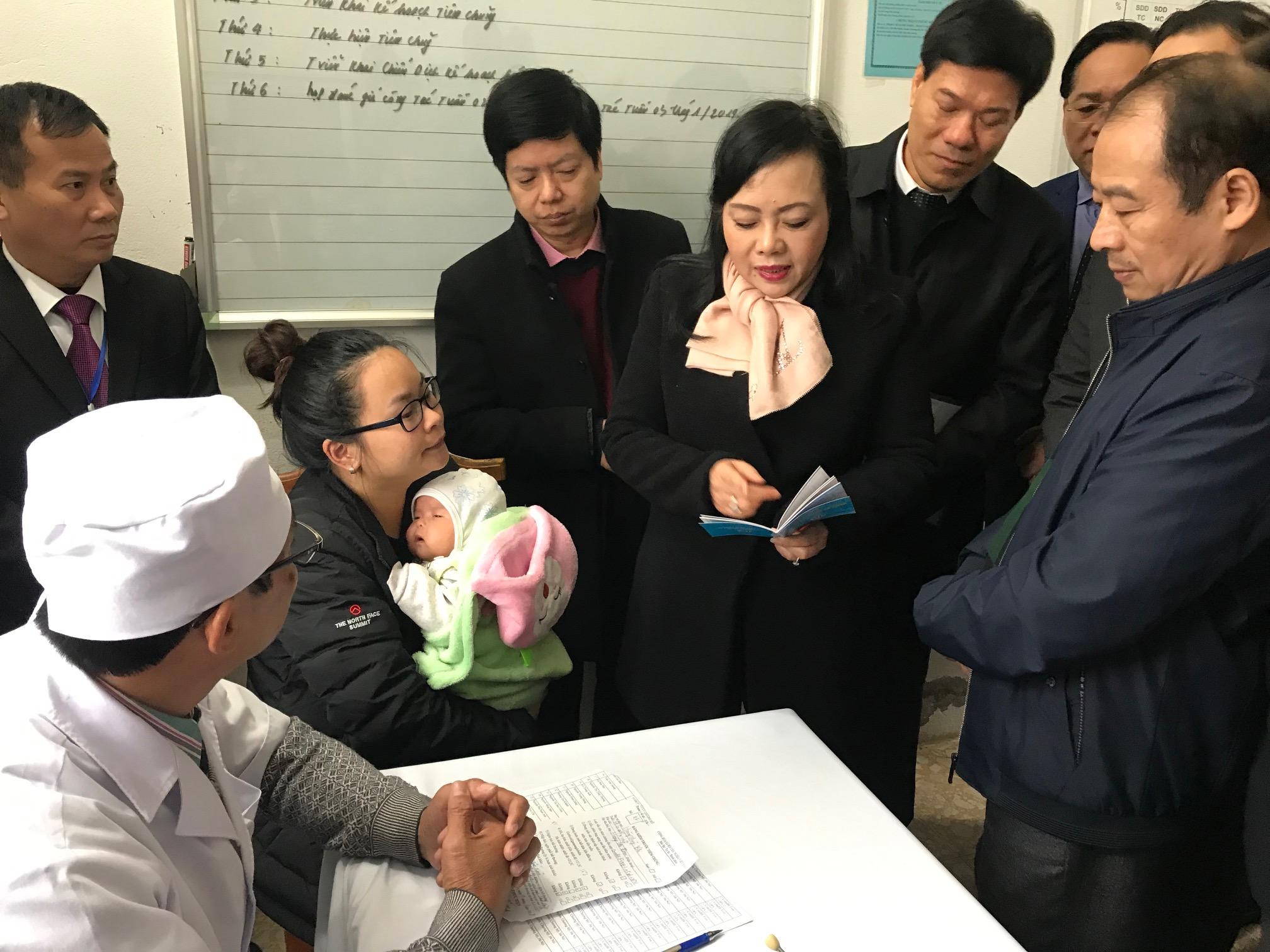 Bộ trưởng Bộ Y tế kiểm tra công tác tiêm chủng tại Hà Nội