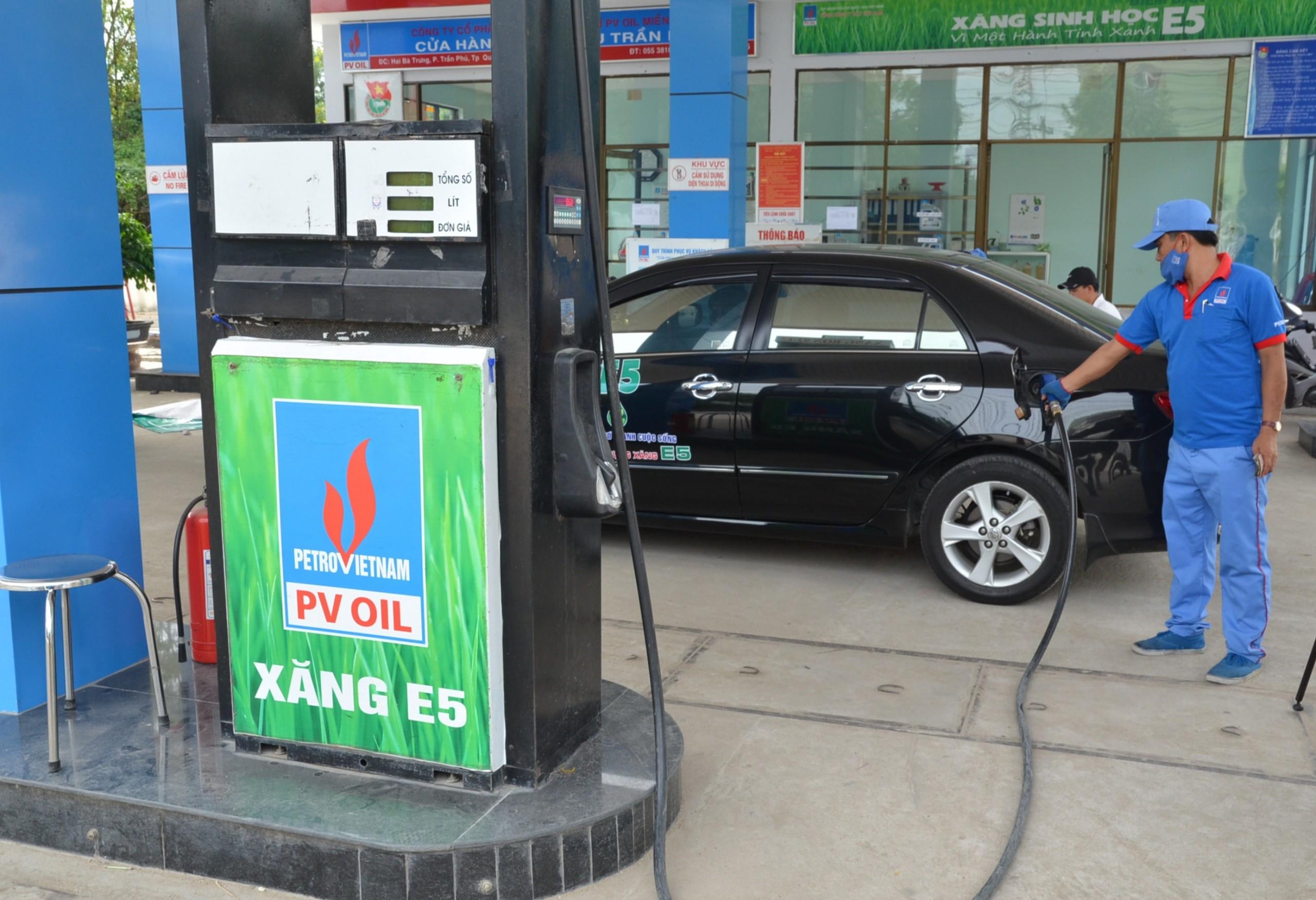 Vì sao giá xăng dầu trong nước được tính theo giá quốc tế?