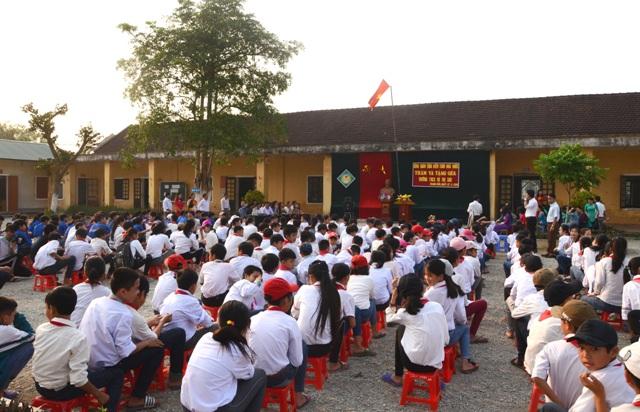 Công đoàn Kiểm toán Nhà nước tặng 22 bộ máy vi tính cho hai trường học tại huyện Đô Lương