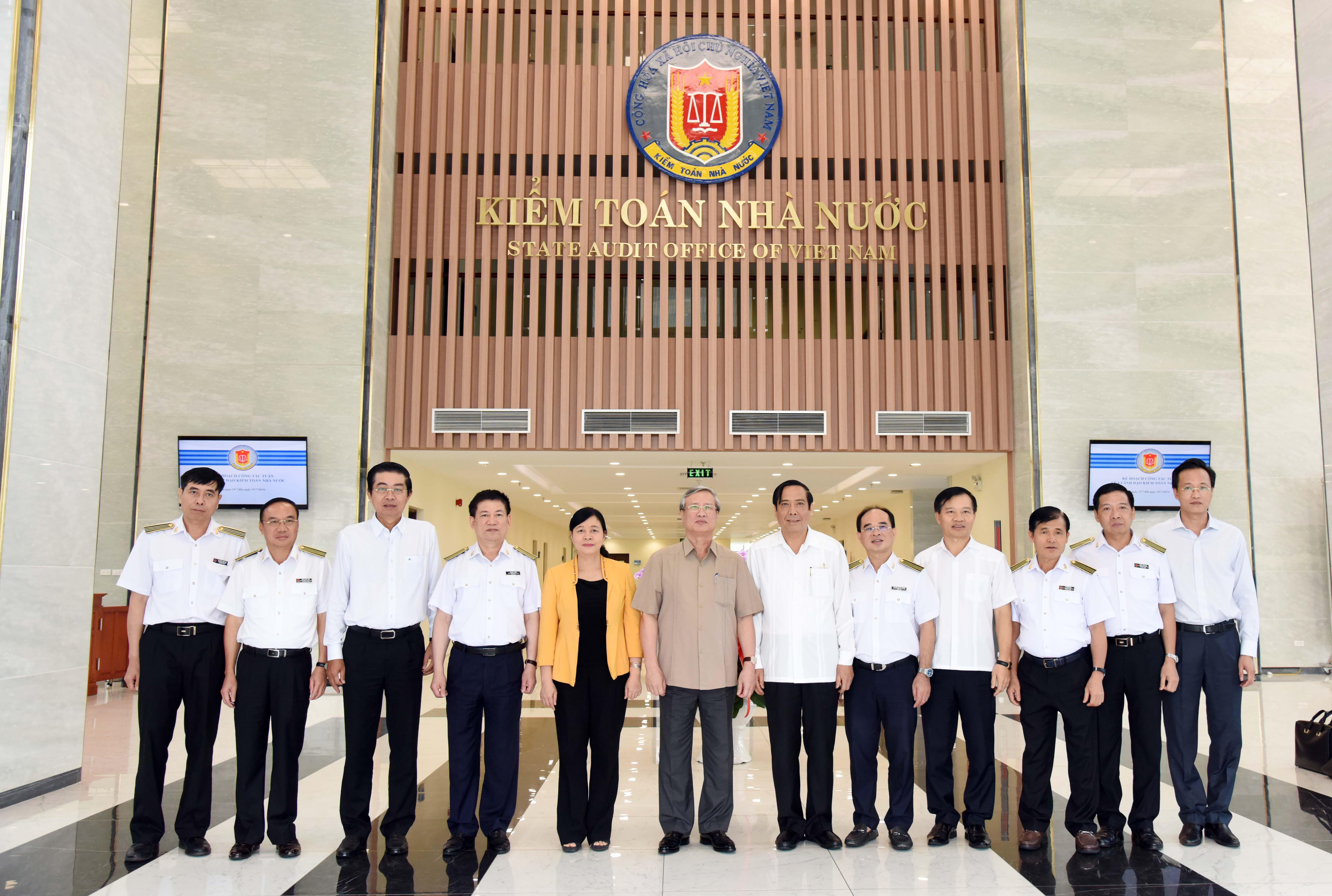 Một số hình ảnh đồng chí Trần Quốc Vượng thăm và làm việc với Kiểm toán Nhà nước