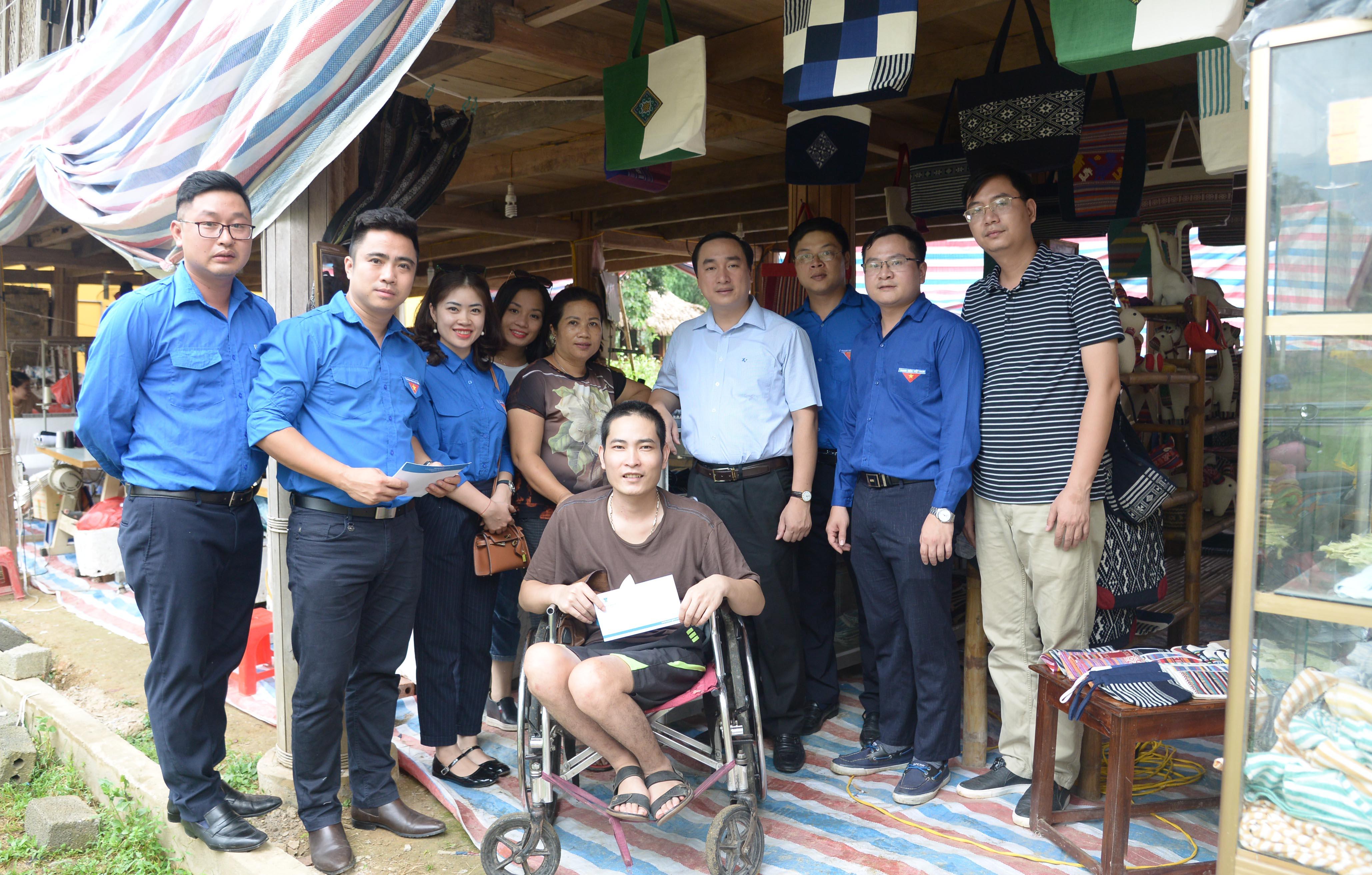 Đoàn thanh niên Kiểm toán nhà nước trao quà từ thiện tại tỉnh Thanh Hóa và Hòa Bình