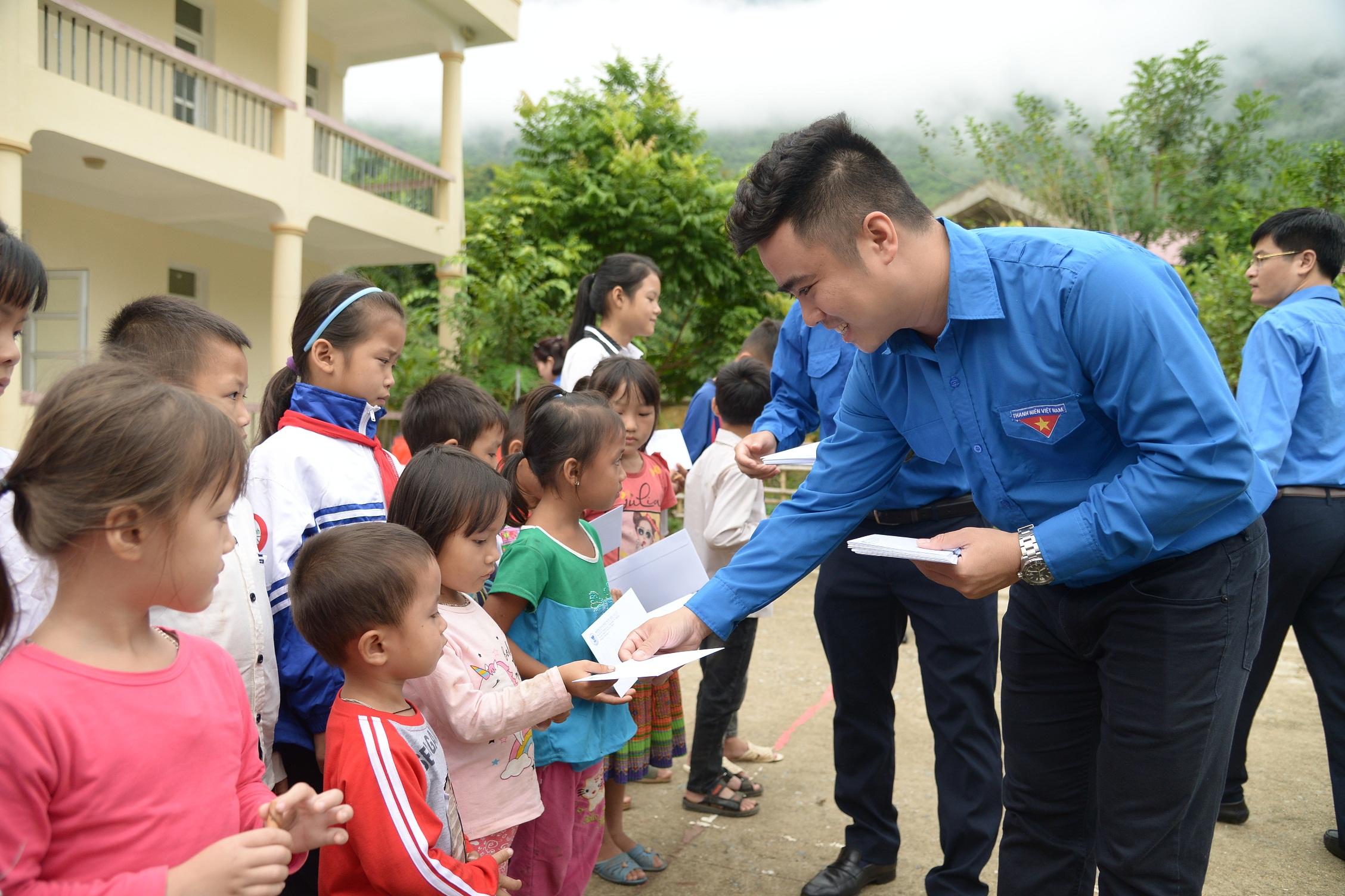 Chùm ảnh hoạt động thiện nguyện của Đoàn thanh niên Kiểm toán nhà nước tại tỉnh Thanh Hóa và Hòa Bình