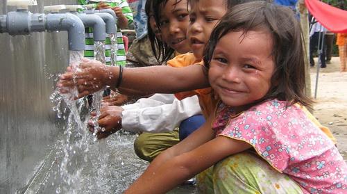 Tìm kiếm nguồn nước dưới đất phục vụ đồng bào dân tộc thiểu số