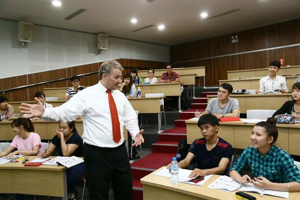 Tăng cường đào tạo, bồi dưỡng năng lực ngoại ngữ cho cán bộ, công chức, viên chức