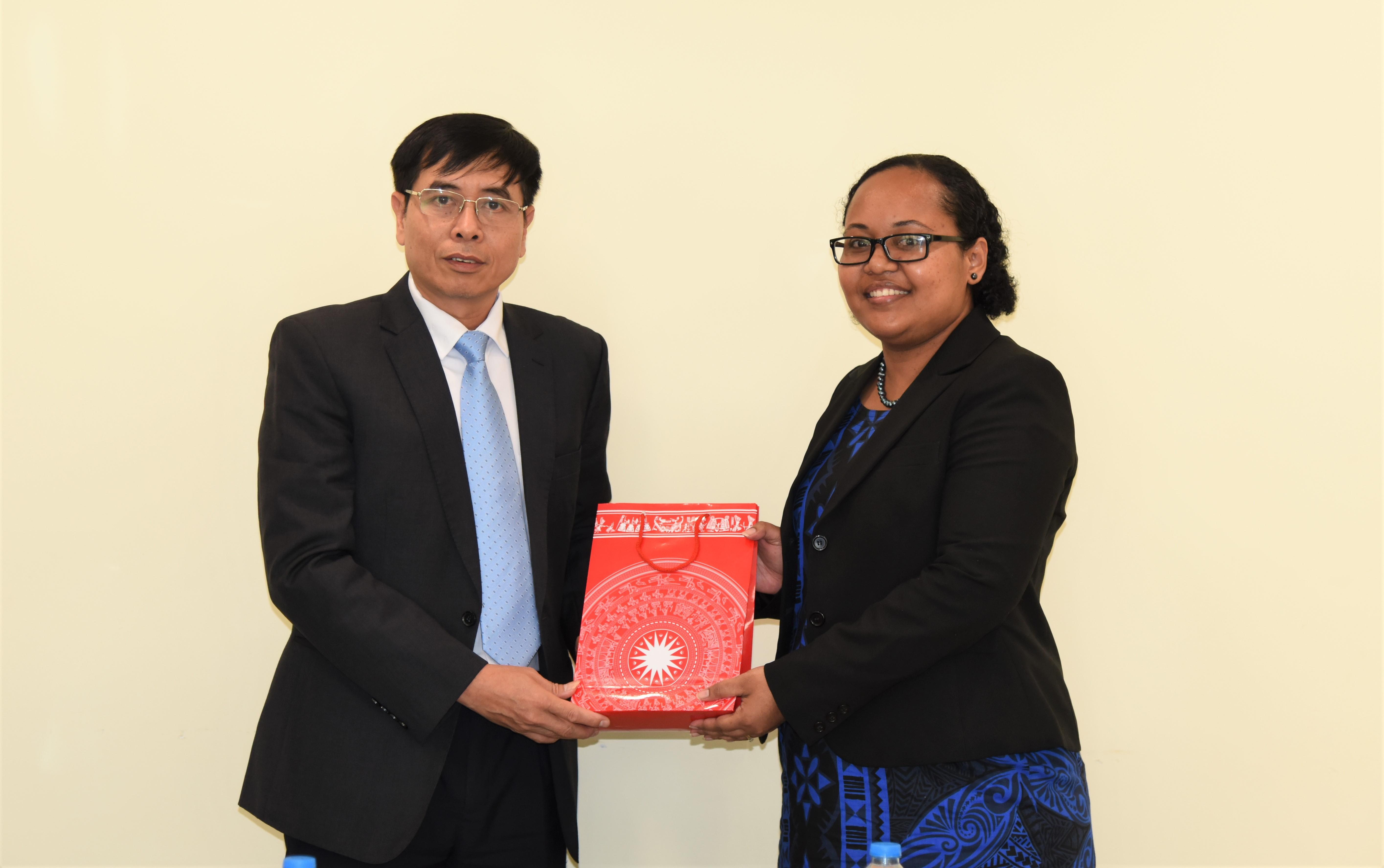 Phó Tổng Kiểm toán Nhà nước Nguyễn Tuấn Anh tiếp chuyên gia IDI