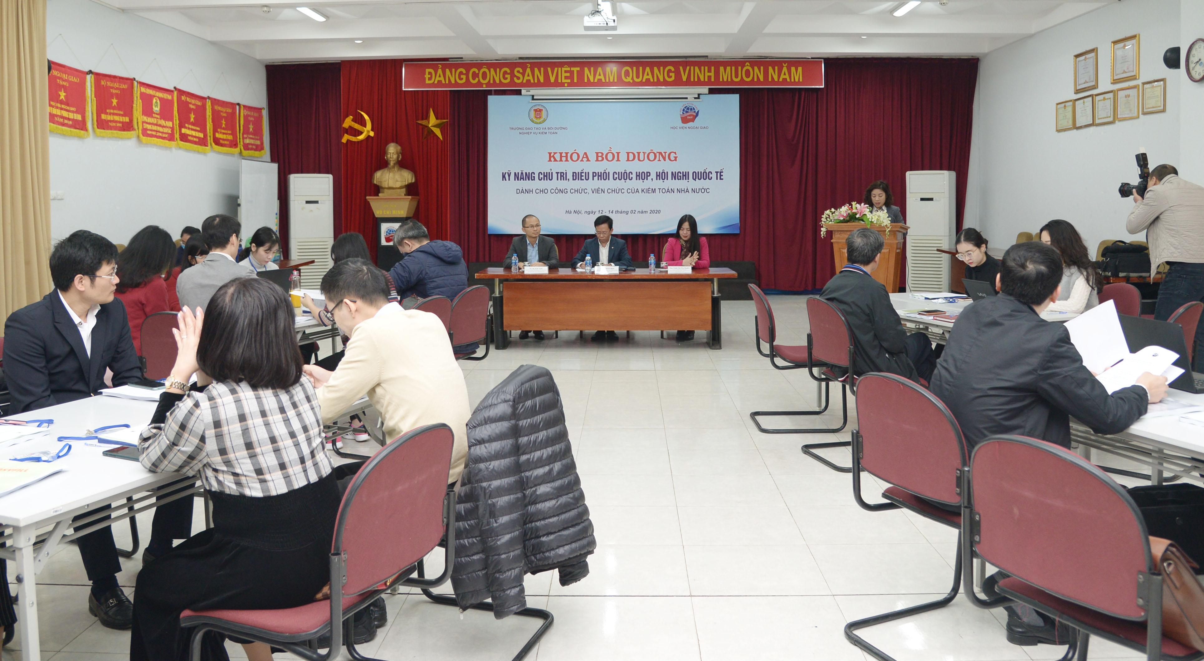 23 học viên tham gia bồi dưỡng kỹ năng chủ trì, điều phối hội nghị quốc tế