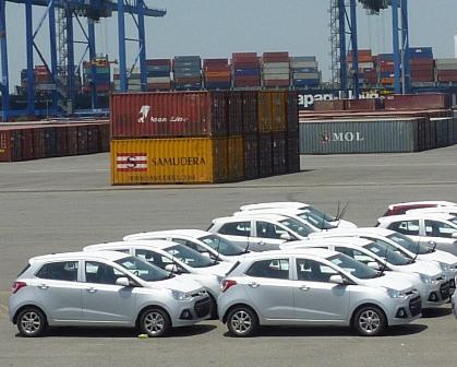 Ô tô nhập khẩu giảm mạnh tới hơn 35%