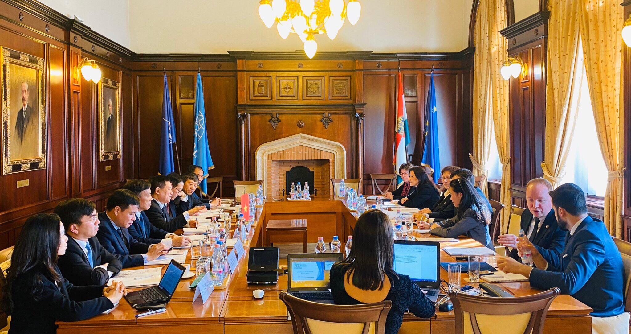 Tổng Kiểm toán Nhà nước Hồ Đức Phớc thăm và làm việc với KTNN Hungary