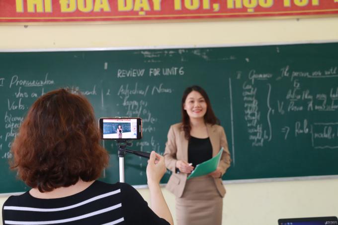 Bộ Giáo dục và Đào tạo cần sớm có ý kiến về phương pháp giáo dục từ xa
