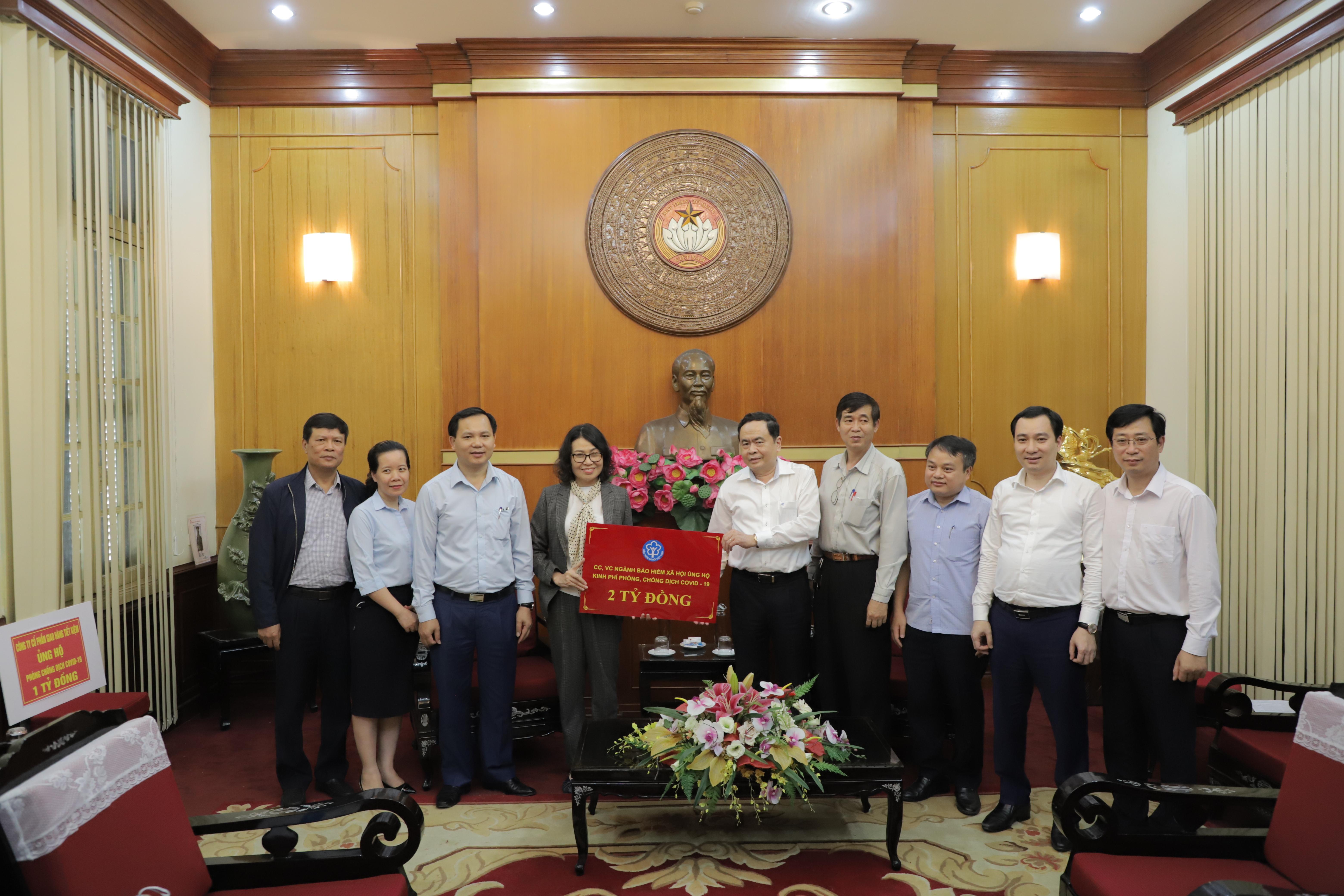 Bảo hiểm xã hội Việt Nam ủng hộ 2 tỷ đồng phòng chống dịch Covid-19