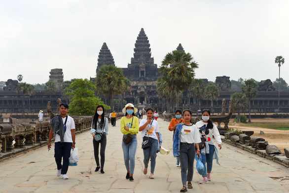 Campuchia hỗ trợ ngành du lịch, Thái Lan phát khẩu trang miễn phí