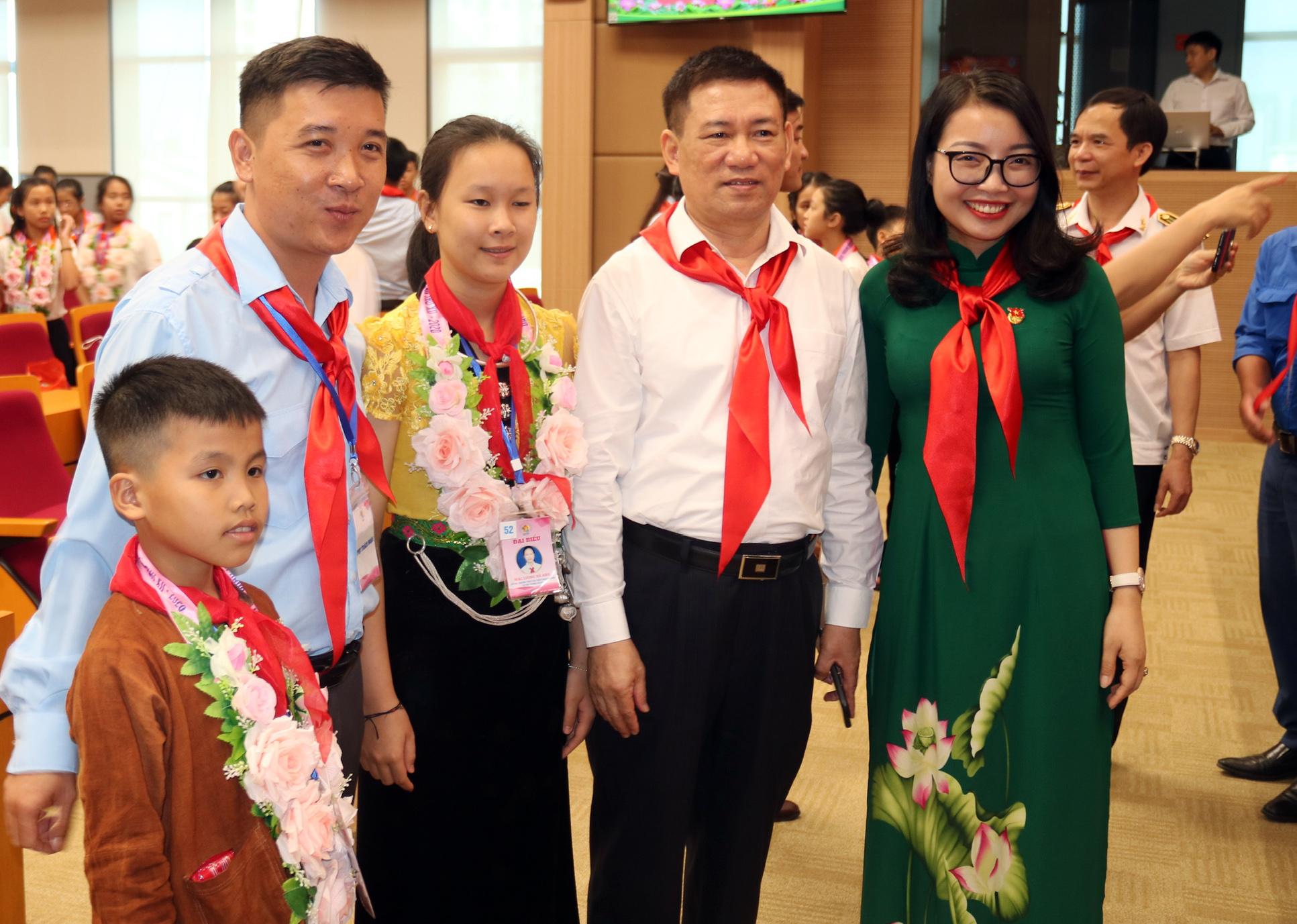 Những hình ảnh Đoàn đại biểu Cháu ngoan Bác Hồ tỉnh Nghệ An đến thăm KTNN