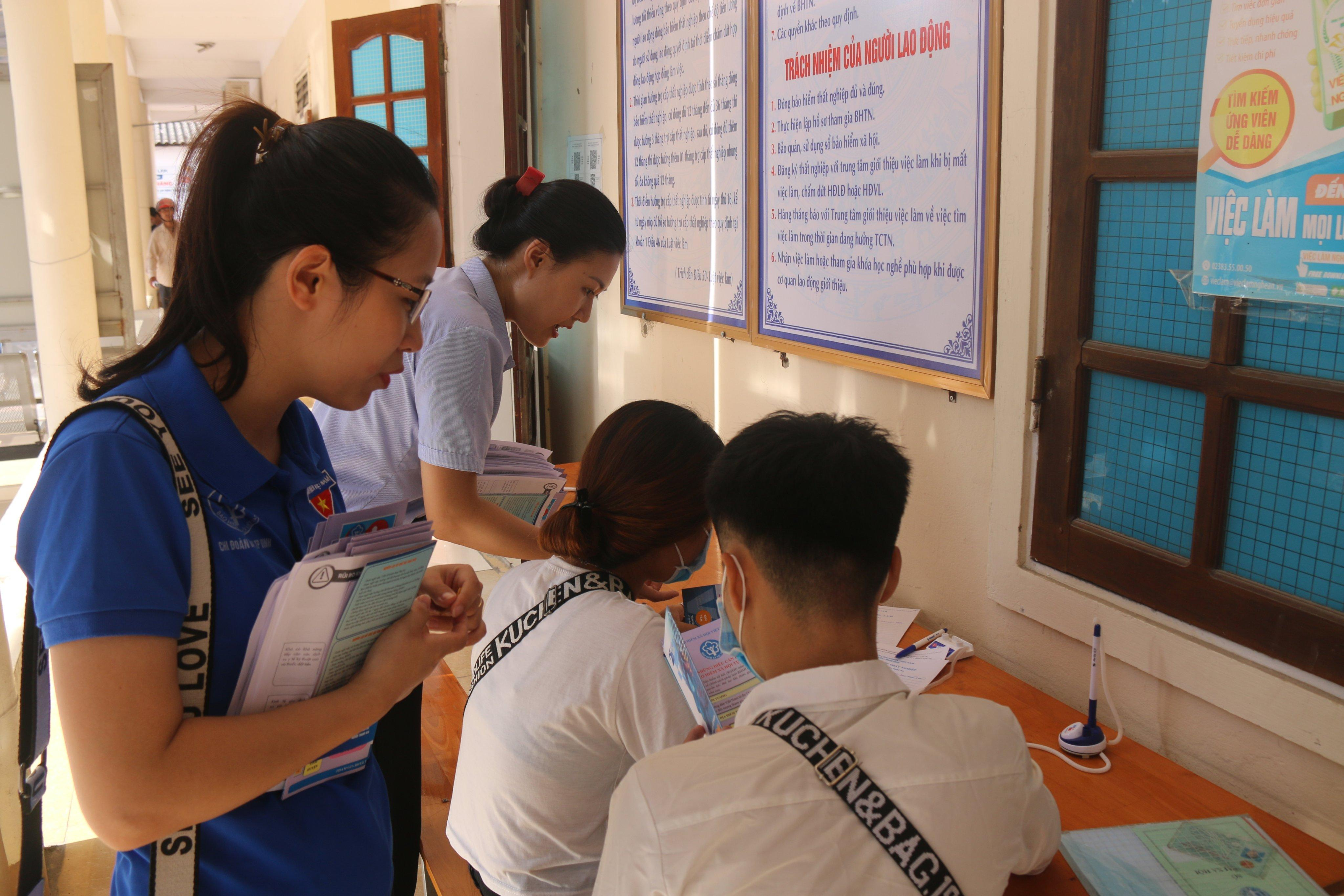 Nghệ An: Tuyên truyền chính sách bảo hiểm tại Trung tâm Dịch vụ việc làm
