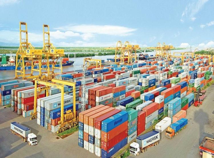 Việt Nam xuất siêu kỷ lục 13,5 tỷ USD