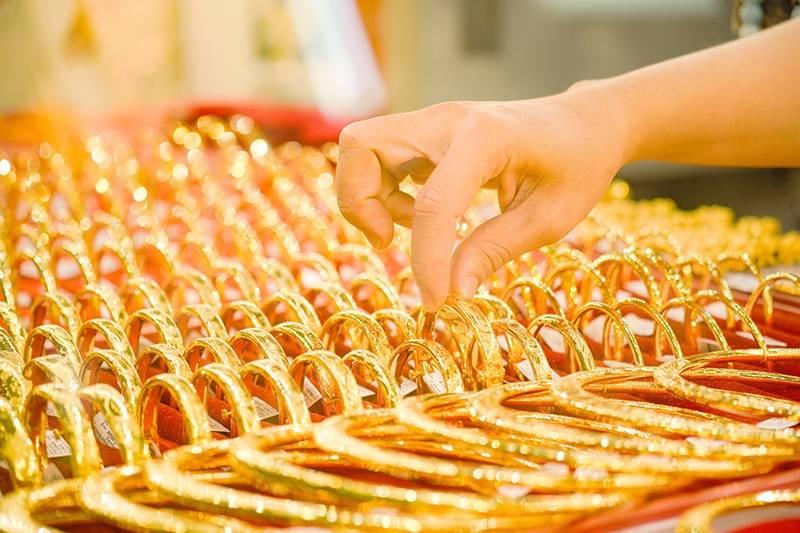 Giá vàng lao dốc xuống dưới mốc 55 triệu đồng/lượng
