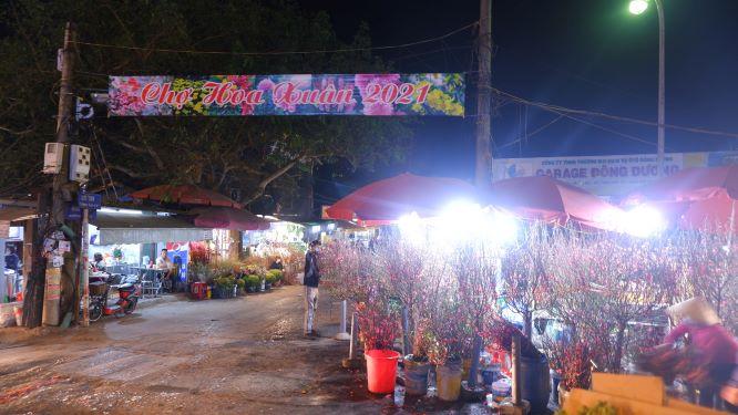 Đìu hiu chợ hoa lớn nhất Hà Nội ngày cận Tết