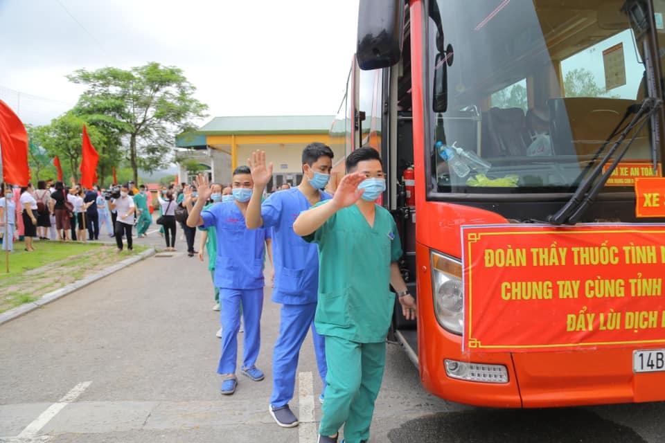 200 y bác sĩ tỉnh Quảng Ninh lên đường hỗ trợ Bắc Giang phòng, chống dịch Covid-19