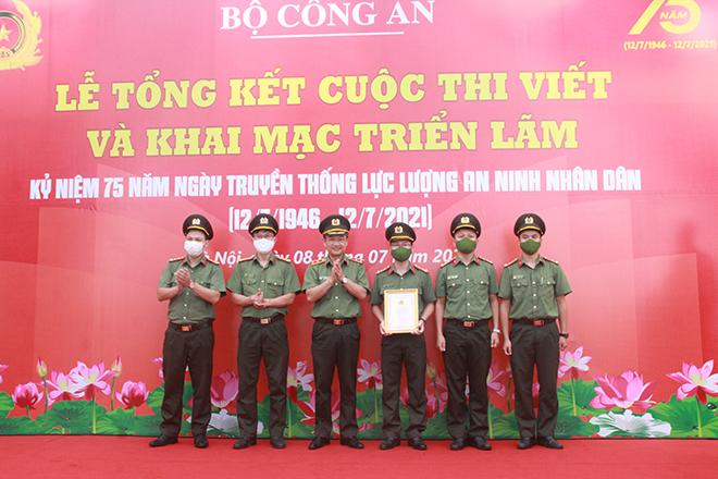 Tổng kết, trao giải Cuộc thi viết và khai mạc triển lãm về lực lượng An ninh nhân dân