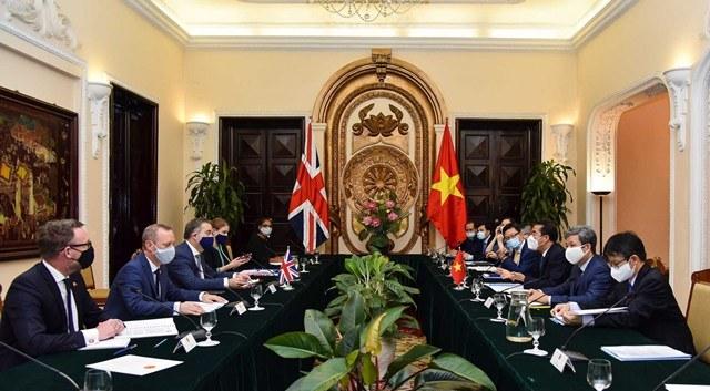 Việt Nam đề nghị Anh hỗ trợ tiếp cận nguồn cung vắc-xin phòng Covid-19