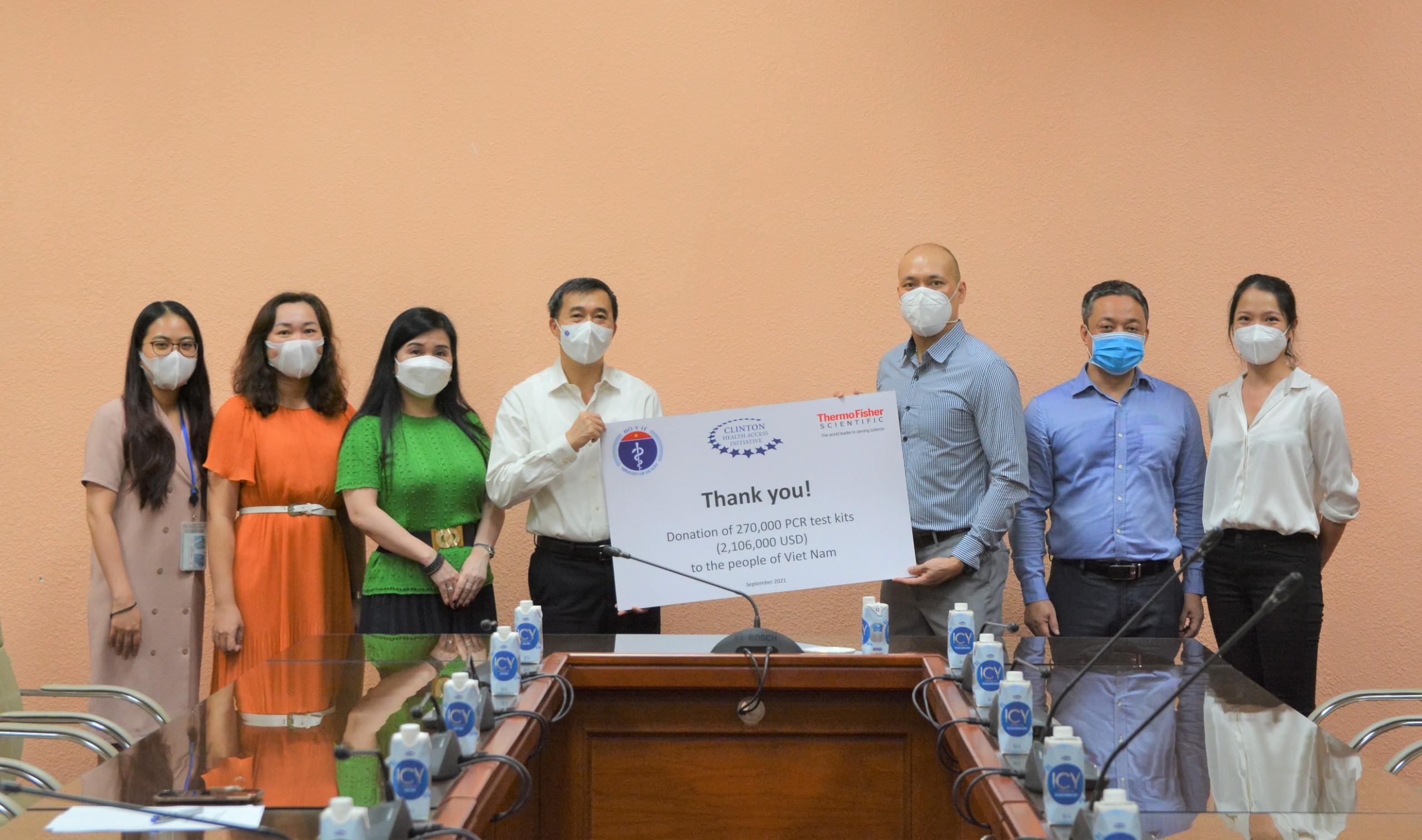 Bộ Y tế tiếp nhận 270.000 bộ test xét nghiệm PCR phục vụ phòng, chống dịch Covid-19