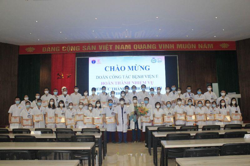 Bệnh viện E vinh danh những chiến sỹ áo trắng trở về từ tâm dịch TP. Hồ Chí Minh