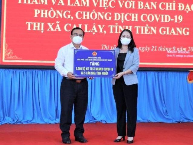 Phó Chủ tịch nước Võ Thị Ánh Xuân thăm, trao quà hỗ trợ tỉnh Tiền Giang phòng, chống dịch Covid-19