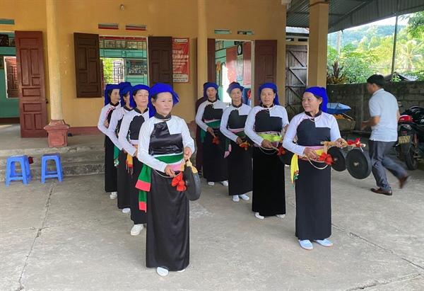 Bảo tồn văn hóa truyền thống dân tộc Dao, Mường gắn với phát triển du lịch