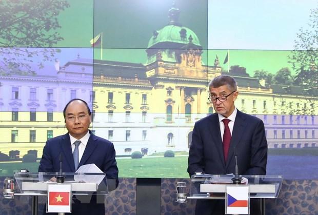 Thủ tướng Nguyễn Xuân Phúc và Thủ tướng Séc đồng chủ trì họp báo
