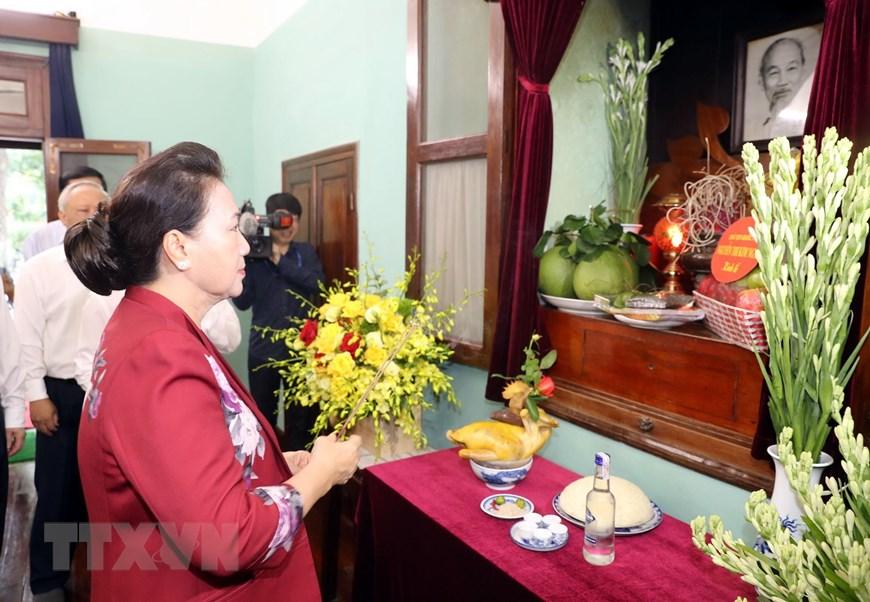 [Photo] Chủ tịch Quốc hội dâng hương tưởng niệm Chủ tịch Hồ Chí Minh