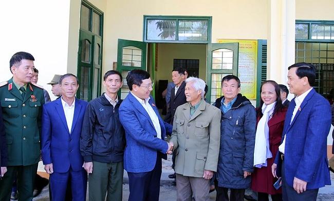 Phó Thủ tướng Phạm Bình Minh tiếp xúc cử tri xứ chè