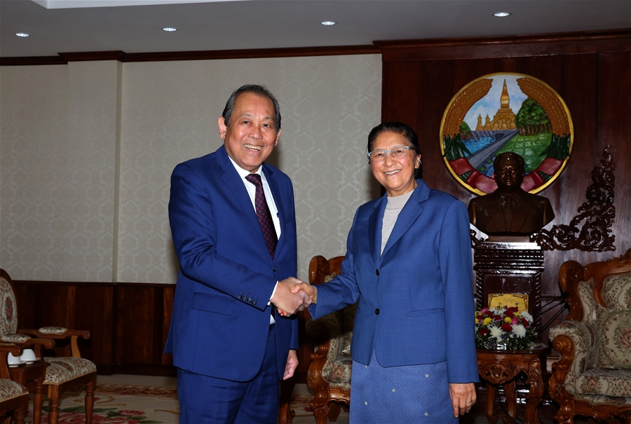 Phó Thủ tướng Thường trực Chính phủ hội kiến Chủ tịch Quốc hội Lào