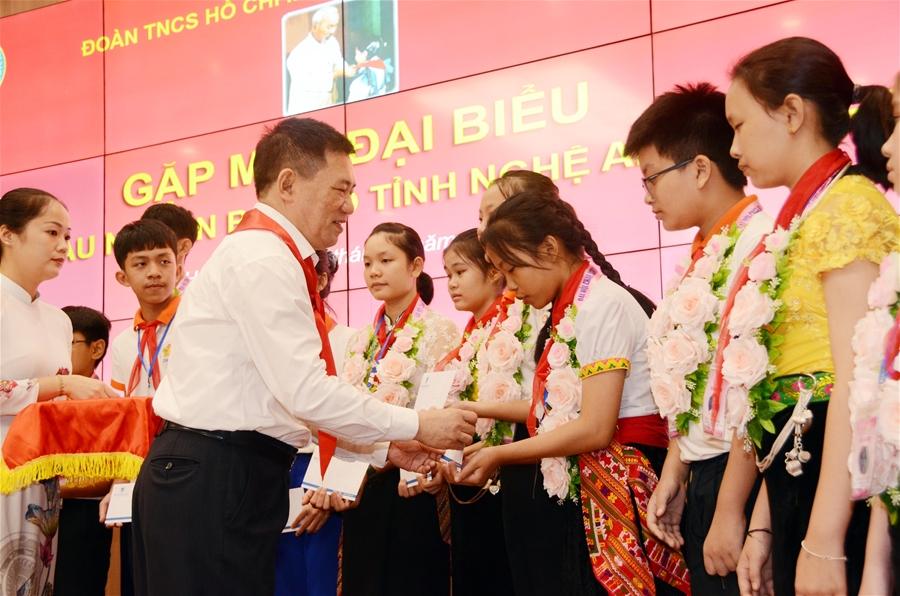 Tổng Kiểm toán Nhà nước tiếp đón, chúc mừng Đoàn đại biểu Cháu ngoan Bác Hồ tỉnh Nghệ An