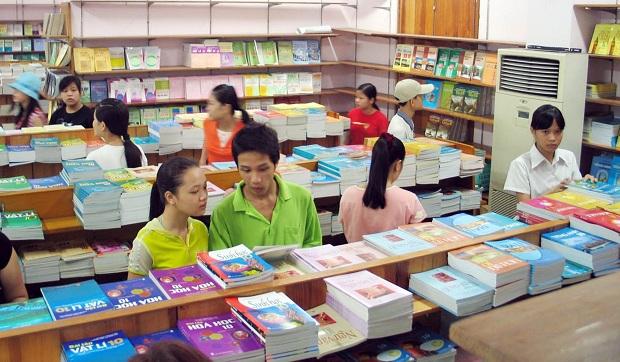 Nhà nước định giá sách giáo khoa:  Cần xem xét thận trọng