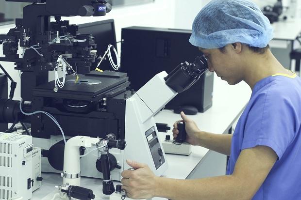 """Nỗ lực trong """"cuộc đua"""" nghiên cứu,  sản xuất vắc-xin Covid-19"""