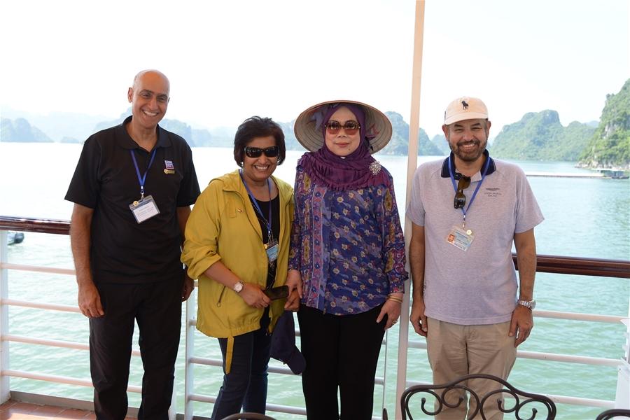 Đoàn đại biểu tham dự Đại hội ASOSAI 14 tham quan Vịnh Hạ Long