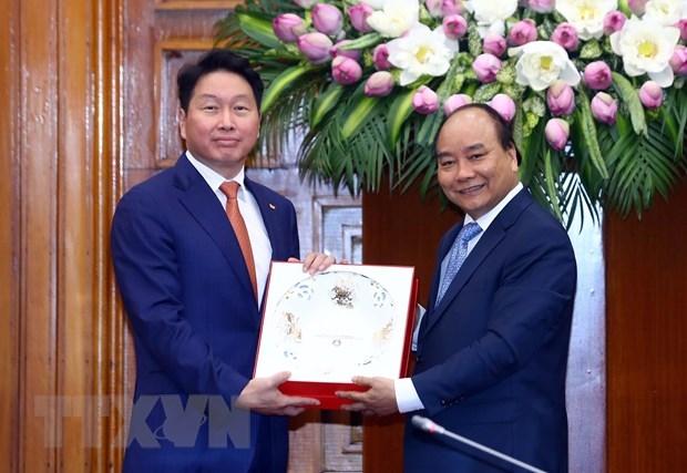 Thu tuong Nguyen Xuan Phuc tiep Chu tich Tap doan SK Han Quoc hinh anh 1