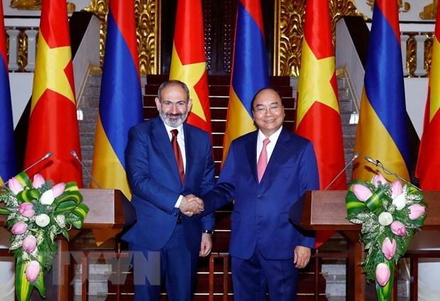 Thu tuong Nguyen Xuan Phuc hoi dam voi Thu tuong Armenia hinh anh 1